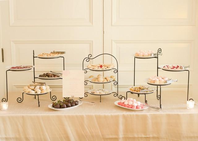 Southern-Weddings-mini-desserts-table