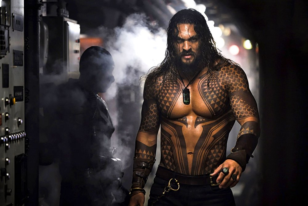 La sequenza introduttiva di Momoa è super!