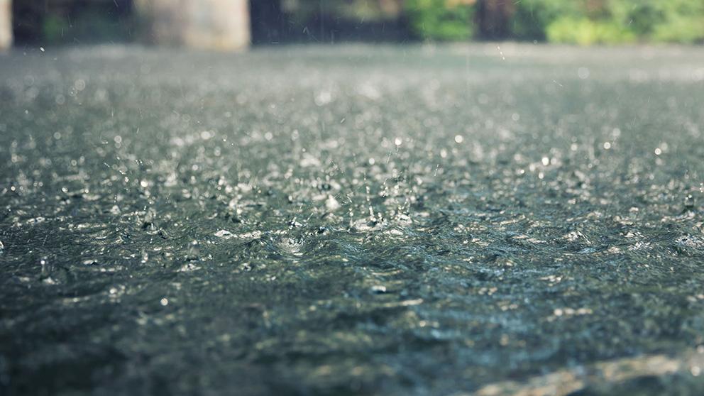 heavy_rain_splashes.jpg