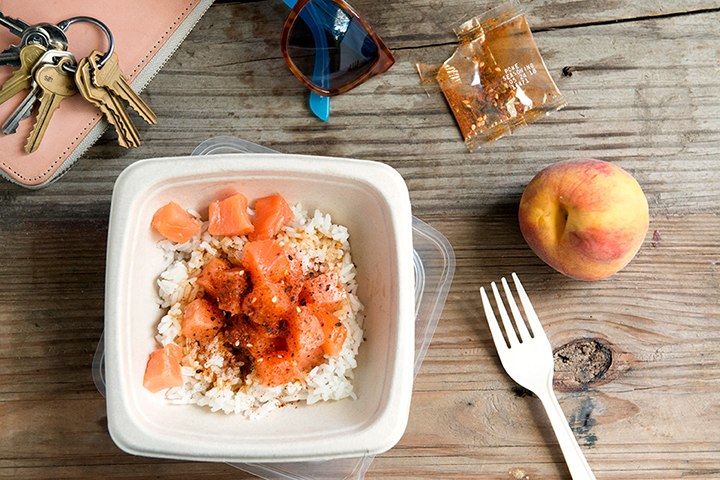 ON THE GO - Busy schedule? We understand! With 4 ready-to-eat, pre-portioned ingredients, Blue Hill Bay Poke Bowls are easy to prepare within minutes! Packed with protein, Poke Bowls are perfect for those busy with work or on the move.