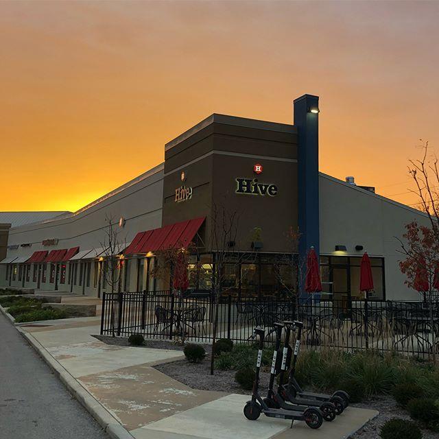 Good morning, Bloomington! Anybody catch that sunrise today? 🌅 🐝 . . . . . . . . #sunrise #bloomingtonindiana #btownfall #breakfast #muffins #pie #kuku