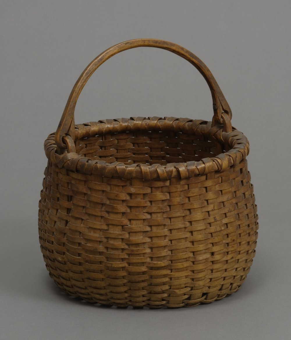 Seneca (Haudenosaunee [Iroquois]), large round twill basket, early 19th century. Wood and twill, 23 5/8 × 22 13/16 × 11 13/16 in.   Hood Museum of Art, Dartmouth College: Gift of Capt. Herbert L. Shuttleworth II, Class of 1935; 43.25.8586.