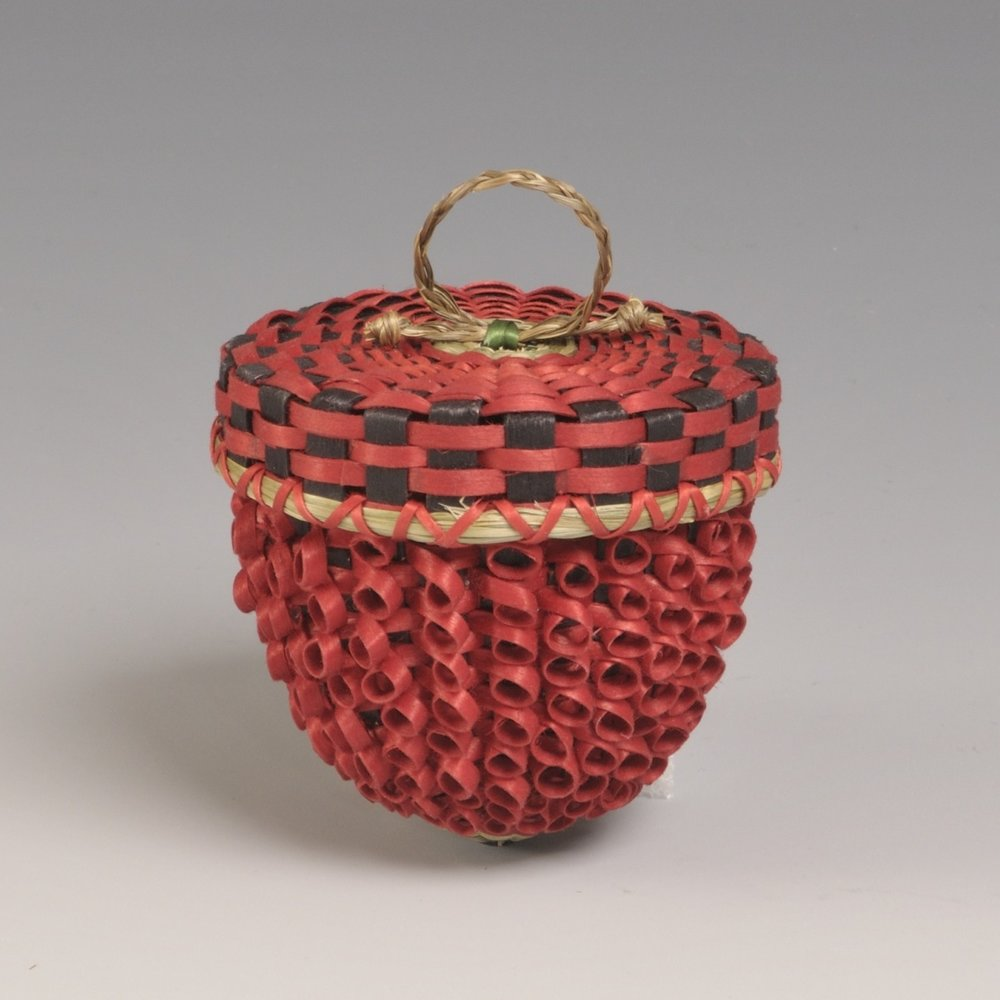 Matthew Dana, American (Passamaquoddy), born 1979, strawberry basket, 2008. Brown ash and sweetgrass; dye, 4 × 3 in.Hood Museum of Art, Dartmouth College: Purchased through the Alvin and Mary Bert Gutman '40 Acquisition Fund; 2008.47.