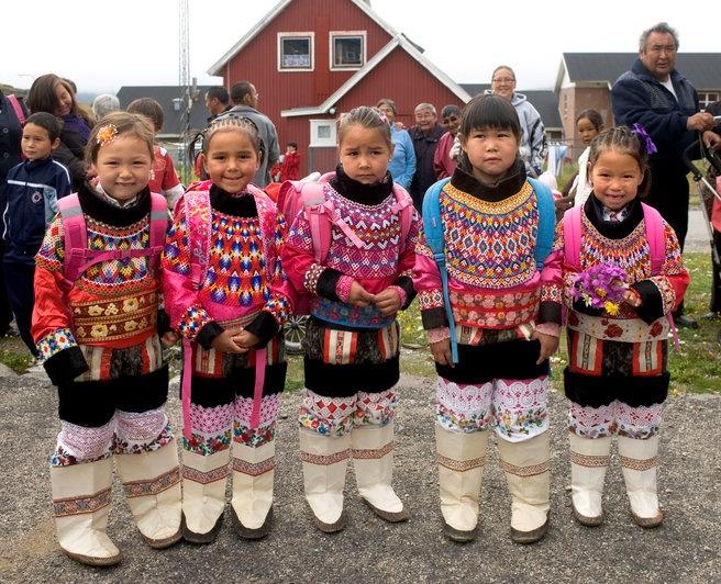 Image19 Girls in Kalaallit Clothing.jpg