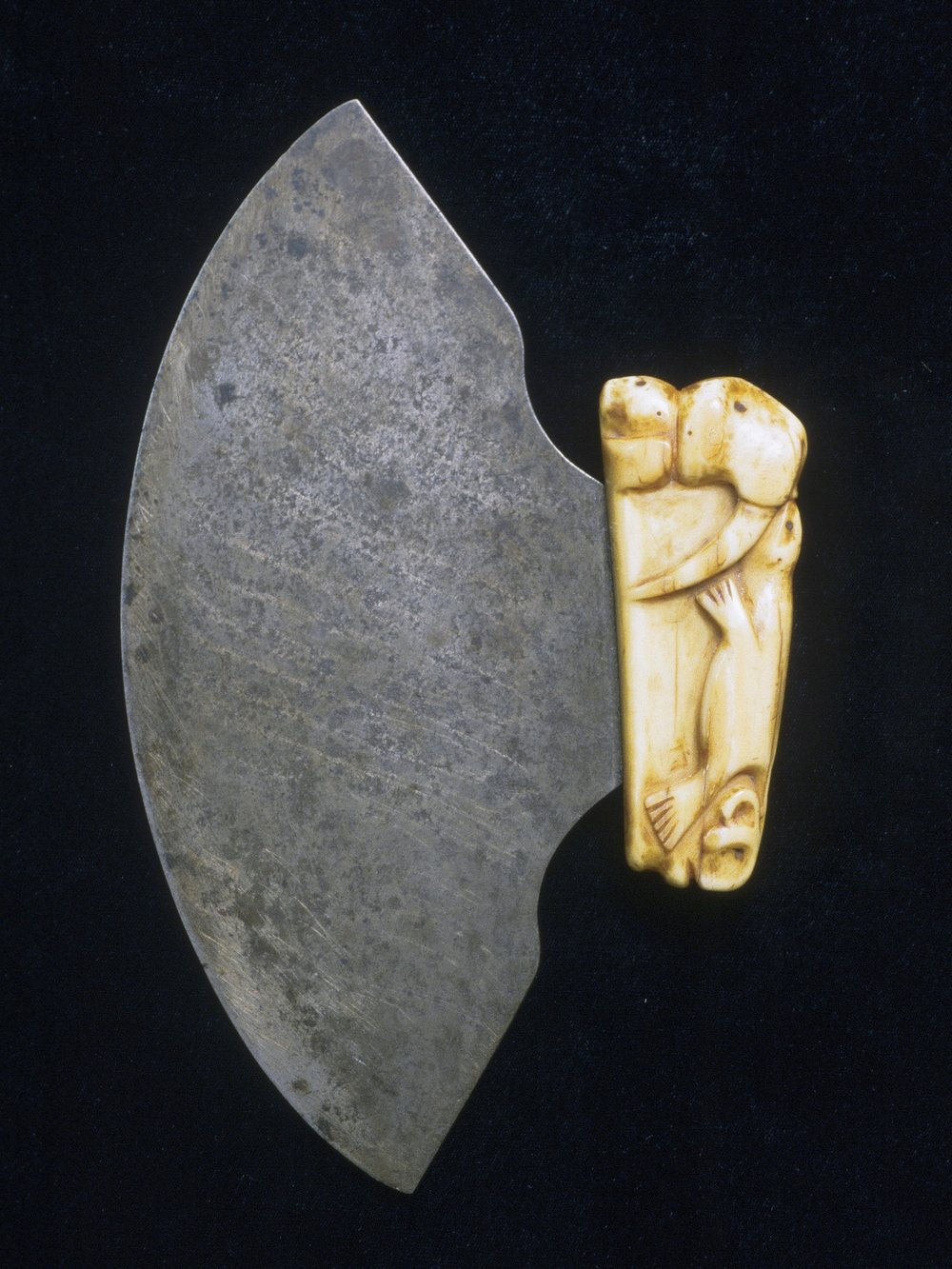 Tuthrak (Sophie) Nashalook, Iñupiaq, born 1880/1, ulu with a carved ivory handle depicting a bear, walrus and two seals, early 20th century. Ivory and steel, 5 1/8 × 8 1/4 × 13/16 in., Hood Museum of Art, Dartmouth College: Gift of Mrs. Levi Browning; 168.97.24526.