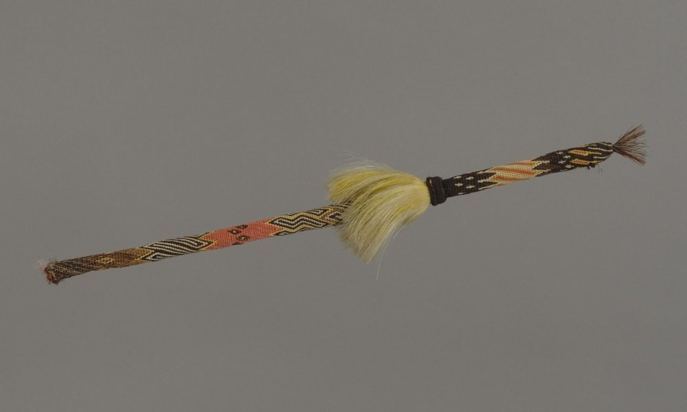 Sioux, quirt, late 19th century. Leather and horse hair, 16 15/16 × 9/16 in. Hood Museum of Art, Dartmouth College: Gift of Glover Street Hastings III; 181.2.26045.