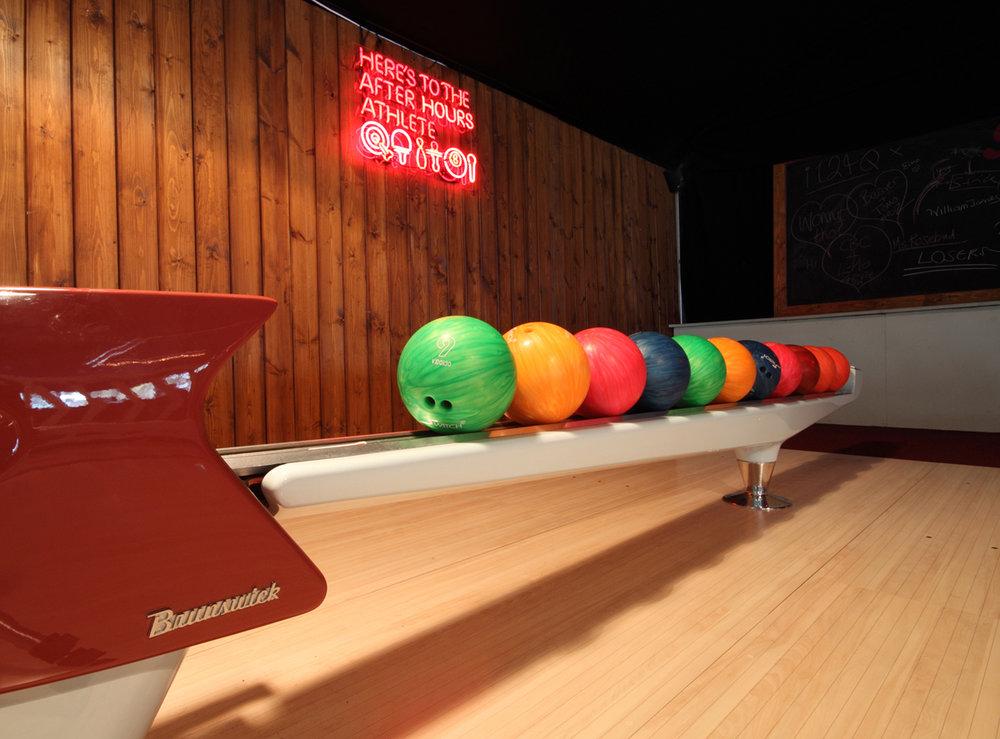 Pin-up 1 web- ball returns 72.jpg