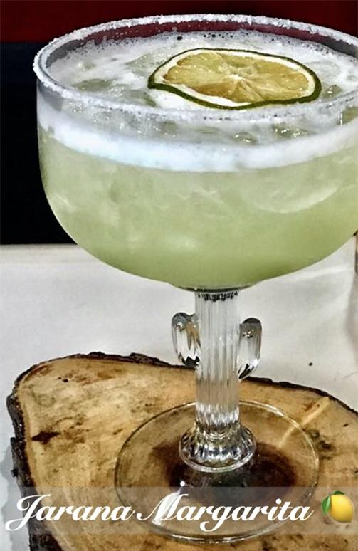 Ingredientes - • 2oz. tequila• 1/2oz. triple sec• 1 1/2oz. jugo de limón fresco• 1 1/2oz. de agave¡Viva México! 🎉🎊 ~
