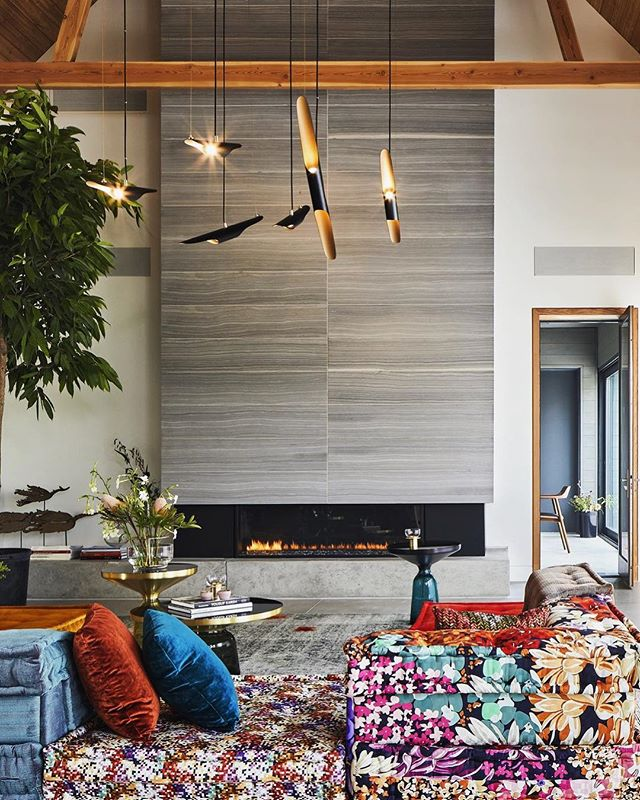 Aesthetics should be fluid with no strings attached. Scott Posno + & Daughters does it right with this modern farmhouse outside Toronto 💫 #BlurredLine #Design #Funky #Fresh