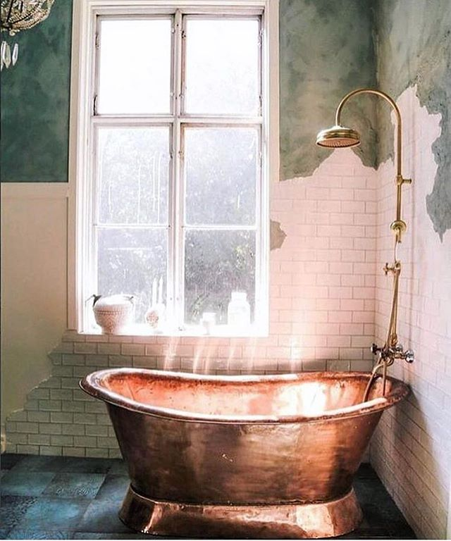 SERIOUS bath time goals ✨ just looking at this setting makes me feel warm and relaxed! Now excuse me while I go rub a dub myself 💛 #BathTime #Warmth #Relax #Refresh #FallFeels