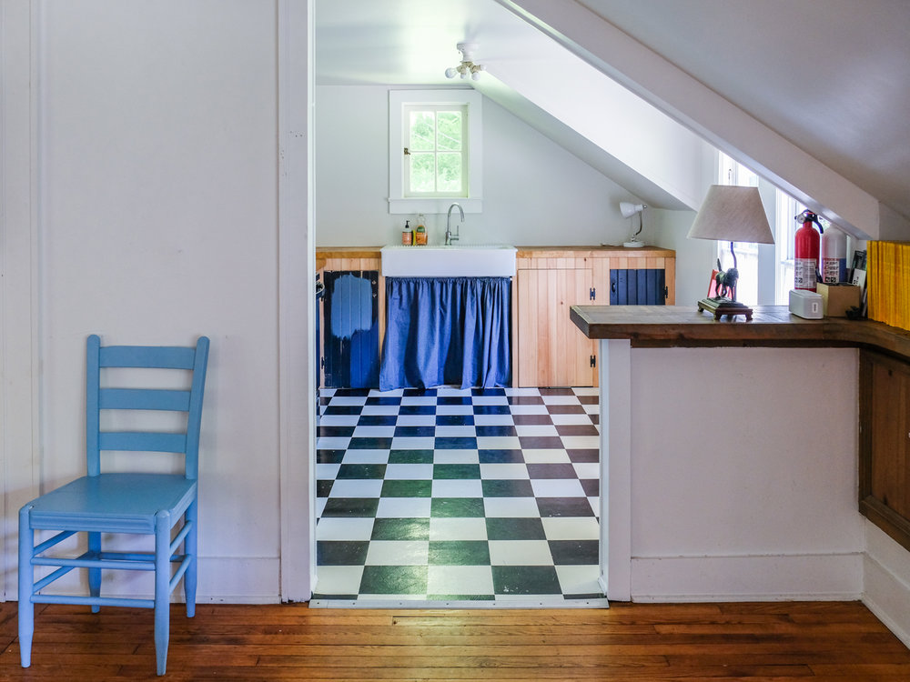 I'm a sucker for a checkered kitchen floor!