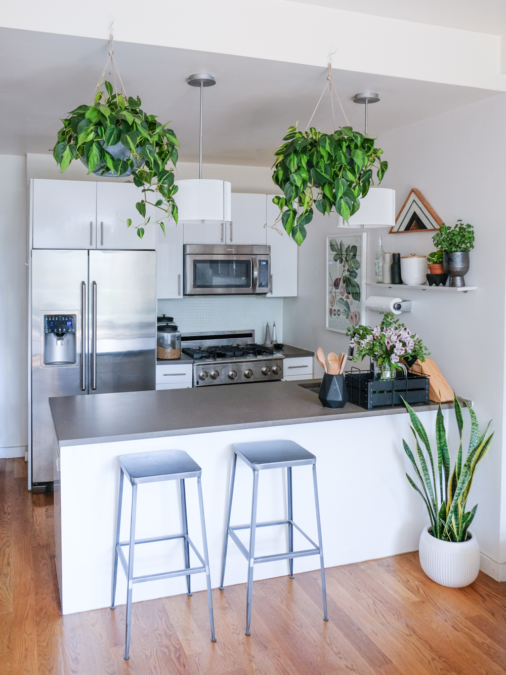Even though it's not a big apartment, I really loved this kitchen and how open it is.
