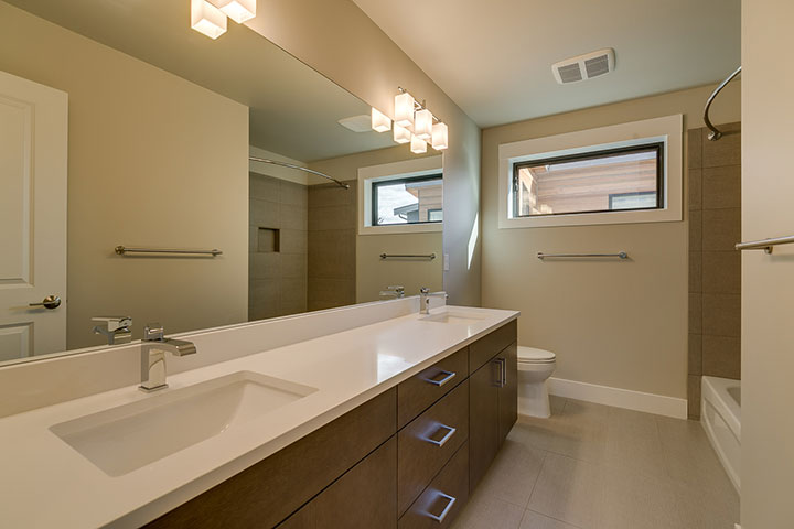 Main-Upstairs-Bathroom.jpg