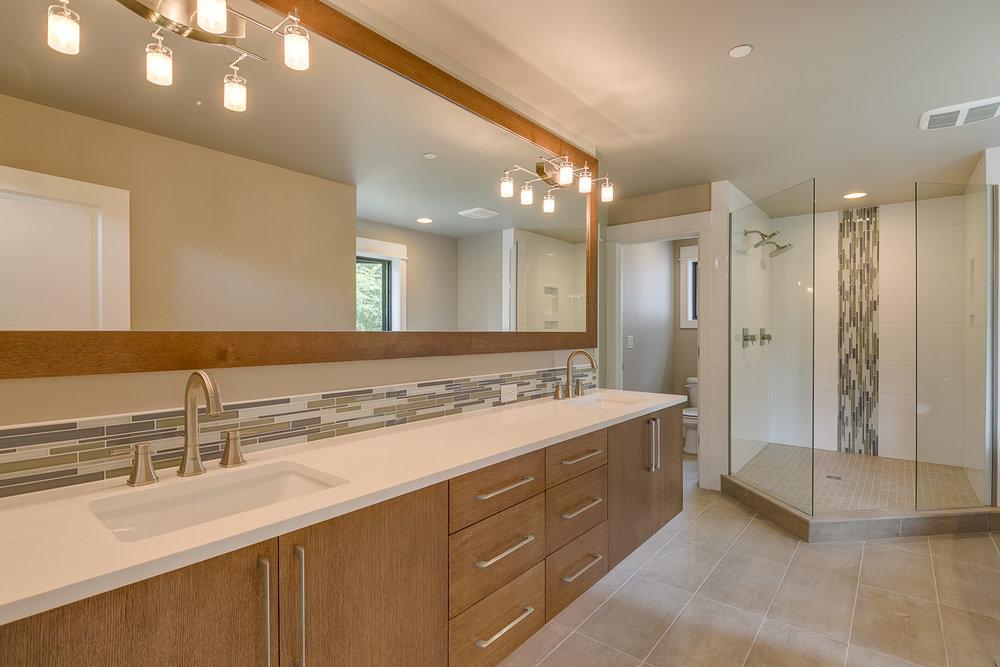 Master-Bathroom.1.resize.jpg