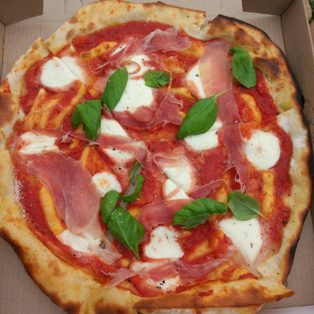 20170924_clevedon_farmers_market_pizza_margaritha_prosciutto.jpg