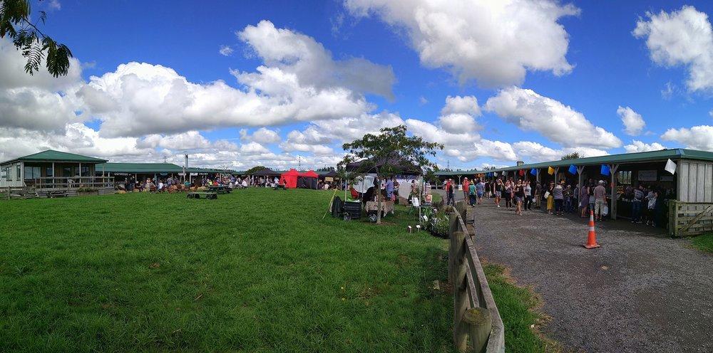 20180325_New_Zealand_Auckland_Clevedon_farmers_market_pano.jpeg