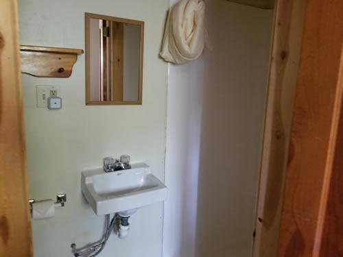 Cabin2Bath1.jpg