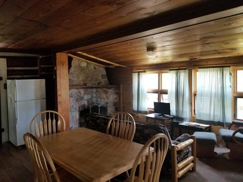 Cabin3Dining.jpg