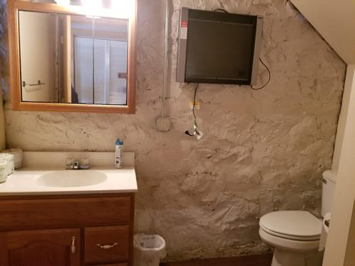 Cabin4Bath1.jpg