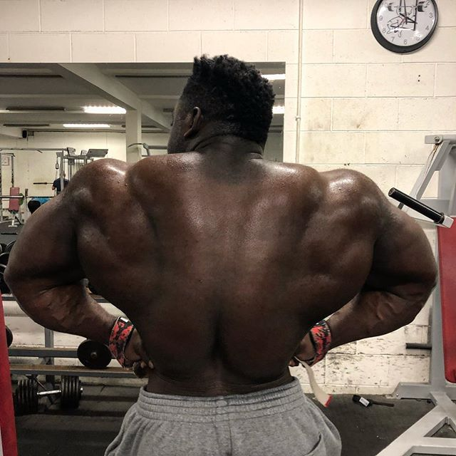 Tryna spread this bloody wings ✈️ #airboogieman 😁#backday