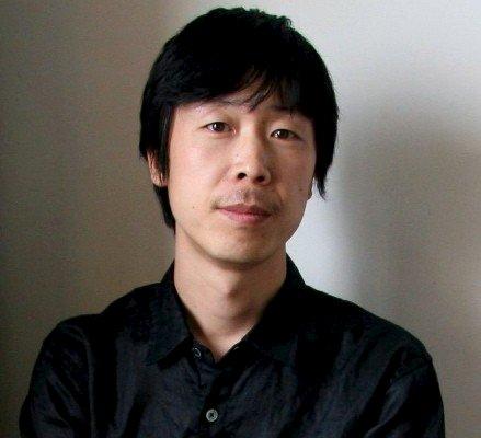 "董冰峰 Dong Bingfeng - 策展人、制作人,现为OCAT北京馆学术总监兼研究出版部主任。从2000年至今,他在中国内地及海外策划、组织超过50个群展和个展,他是2012马德里国际纪录片电影节的国际长片评委,2012伦敦OPENCITY纪录影展的中国单元策划。他也是""重读《资本论》: 以电影、艺术和戏剧解读马克思""(北京,2012)、2011中国首届独立动画论坛(伊比利亚当代艺术中心,尤伦斯当代艺术中心)和2013中国第二届独立动画论坛(中华世纪坛数字艺术中心)、2010中国独立影像年度展(南京)、2013北京独立影像展的策展人。他从2000至2006年曾担任""华语传媒电影大奖""的评审(2006年为终审评委)。Dong Bingfeng is an independent curator and producer based in Beijing. He is artistic director and head of research publication at OCAT Institute. Since 2000, he curated and organized over than 50 exhibitions in China and overseas. He also focuses on the field of independent films and art films. He was a member of the jury of International Competition at Documenta Madrid Festival 2012 and curated a special unit""Moving Image in China""for Open City Docs Fest 2012,London. He was the curator of the program""Das Kapital Neu Lesen-Annaaherungen An Marx in Film,Kunst und Theater""(Beijing, Hangzhou, Nanjing, Shanghai, 2012), China Independent Animation Film Forum (Iberia Center for Contemporary Art & Ullens Center for Contemporary Art, 2011) and the 7th China Independent Film Festival. From 2000 to 2006, he was the jury member of Chinese Film Media Award and the final jury in 2006."