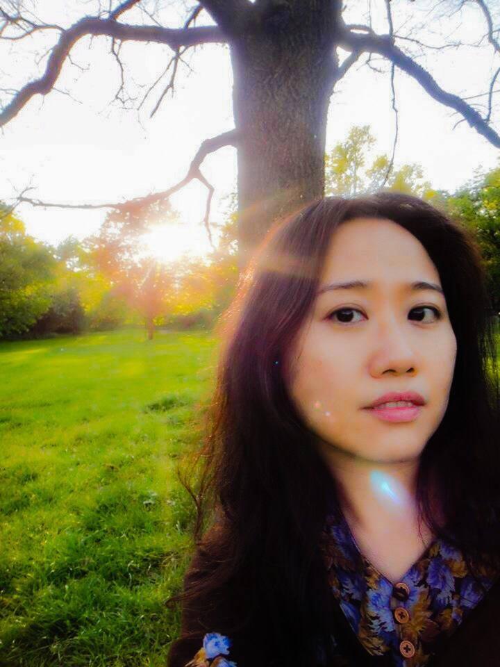邝珮诗 Teresa Kwong - 邝珮诗多年来积极推动电影及媒体艺术,担任艺术行政、策划及监制的工作。现为香港艺术中心助理节目总监,过去十年为ifva总监,鼓励不同形式的媒体创作;她多次替海外的文化机构策划亚洲电影的专题放映。自2001年起成为 NETPAC (Network for the Promotion of Asian Cinema)的会员,曾为鹿特丹、法国维苏尔及釜山等影展担任(NETPAC)评委。零七年她获发亚洲文化协会Starr Foundation 奖助金,到美国的电影及媒体艺术机构考察和实习交流。她于2006年开始参与中国及香港独立电影长片监制的工作。Born in Hong Kong, Teresa Kwong is a promoter, curator and producer for film and media arts. Currently the Assistant Programme Director of the Hong Kong Arts Centre, she has been the director of ifva between 2004 and 2014. Teresa is committed to nurture and promote the next generation of Asian talents in creative media. She has been invited to give presentations and curate programs on Asian independent cinema for oversea festivals/ institutions. Since 2001, she has become a member of NETPAC (Network for Promoters of Asian Cinema) and has been invited to be the NETPAC jury member of the Pusan International Film Festival, Rotterdam International Film Festival and Vesoul Asian Film Festival, etc. She is the recipient of Asian Cultural Council (Starr Foundation) fellowship in 2007 while she has residence program at arts organizations in the States specializing in film and media arts. Teresa has started producing feature films with independent filmmakers in Hong Kong and China since 2006.