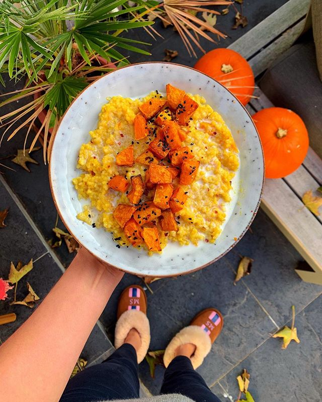 PUMPKIN RISOTTO 🎃 I have to make the most of pumpkin season by cooking in everything. This warming dish has a real kick from the chilli to blast any cold that have been brought on by this cold spell. Hope you enjoy it💕 Serves 2 🌱INGREDIENTS: 1/2 pumpkin, cubed 100g of risotto rice 500ml of stock 100g of coconut cream 1 red chilli 1 tbsp of grated ginger 2 crushed garlic cloves 4 spring onions, finely chopped 2 tbsp of olive oil Salt and pepper 🌱Preheat the oven to 200C. Rub half the pumpkin with half the olive oil. Season with salt and roast for 40 mins until golden.  While this is cooking pop a large pot on a medium heat. Add the other tbsp of oil and sauté the spring onions forget minutes. Add the garlic, ginger and chilli 🌶. Stir in the rice, half the stock and half the coconut cream. Allow the rice to absorb the liquid and when it rises to the surface add more of the stock. Cook for 20 mins until the rice is cooked thorough. Season and we've with the roasted squash and coconut cream on top. #pumpkinrisotto #pumpkin #halloweenfood #healthyhalloween #autumnrecipes #butternutsquashrisotto
