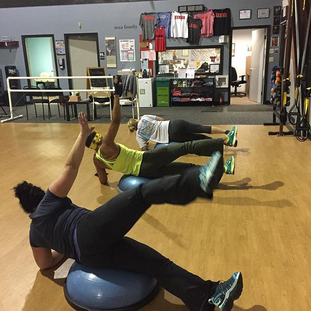 Small Group Training in action. Side plank on BOSU w/ leg lift is harder than it looks😉💪💕
