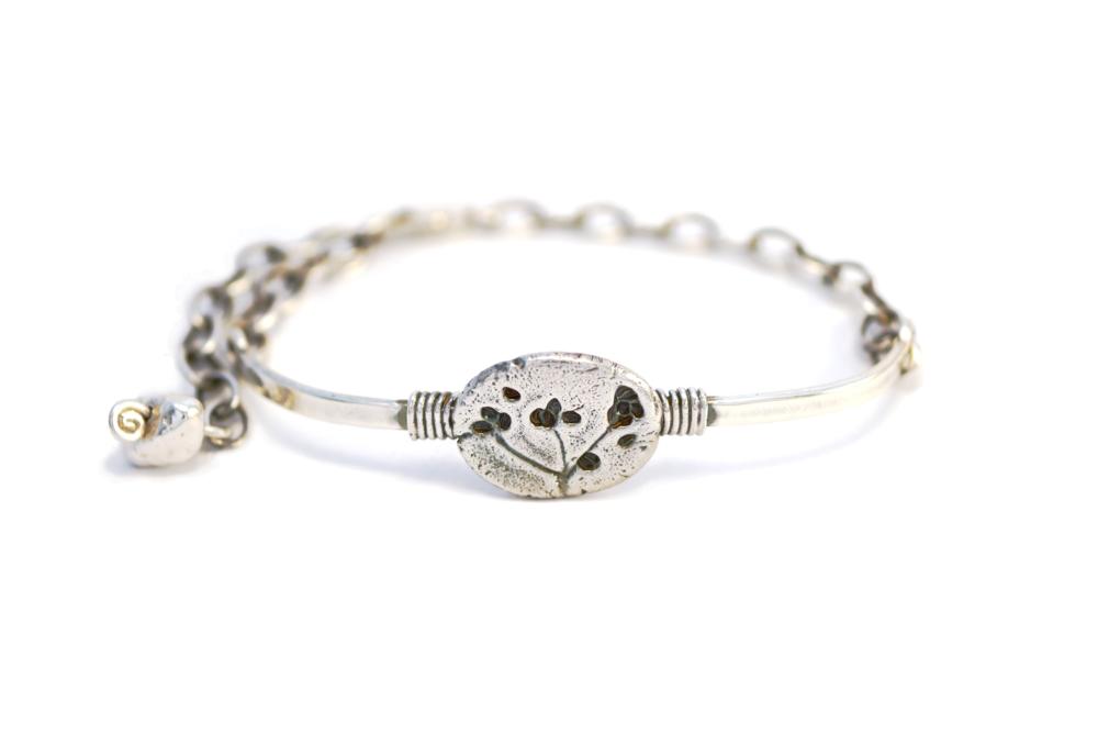 Cast bracelet.png