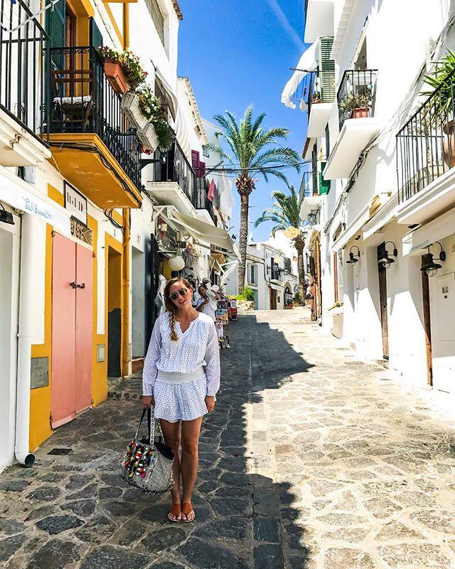 My mind's on Ibiza🌤🌴@lexandzachtravel #lexandzach . . . #ibiza #ibizaweekender #ibizabeach #outfitgoals #lexandlynne #antikbatik #facadelovers #dametraveler #gltlove #wearetravelgirls #travelgirlscommunity #palmtreeslover #ibizavibes #ibizastyle #jetsetter #travelbloggerlife #travelgirl #ibizalove #summervibes #allthealleys #chasing_facades #girlsthatwander #passportready #sheisnotlost