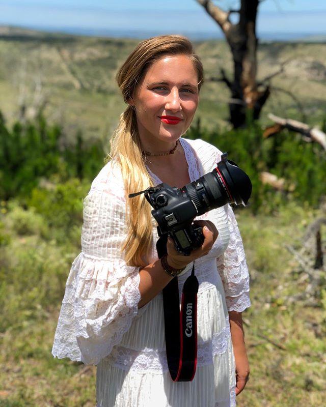 😊📸📝👌🏼 @lexandzachtravel #lexandzach . . . #southafrica #africansafari #africa #cameragirl #travelgirl #darlingescapes #lexandlynnebridal #gltlove #dametraveler #newyearcheer #alwaysanadventure #travelersnotebook #travelblogger #lexandlynne #africaawaits #africaadventure #dream_image #places_wow #aroundtheworld #luxuryworldtraveler #theluxurylife #viaparadise #theglobewanderer