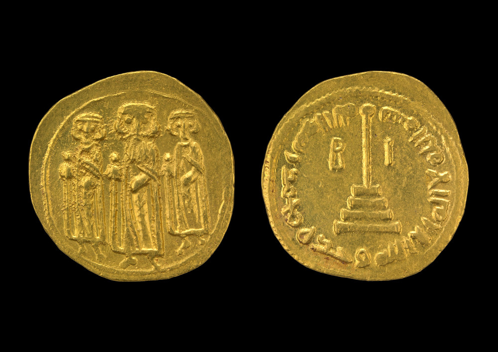 Arab-Byzantine dinar showing a standing emperor and sons - GoldAD 620SyriaBritish Museum