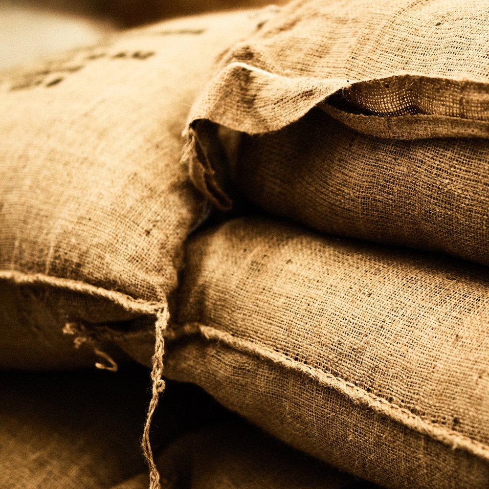 Kaffesække - Kaffesækkene med de rå kaffebønner leveres på Copenhagen Roastery fra Brasilien.