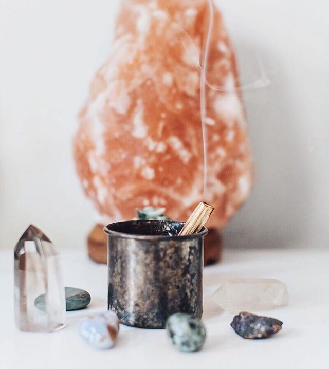 Welcome the #AutumnalEquinox 🍂 Relax & regenerate this weekend with the Inscape App and a home practice ✨ 📸 @_falconcara_
