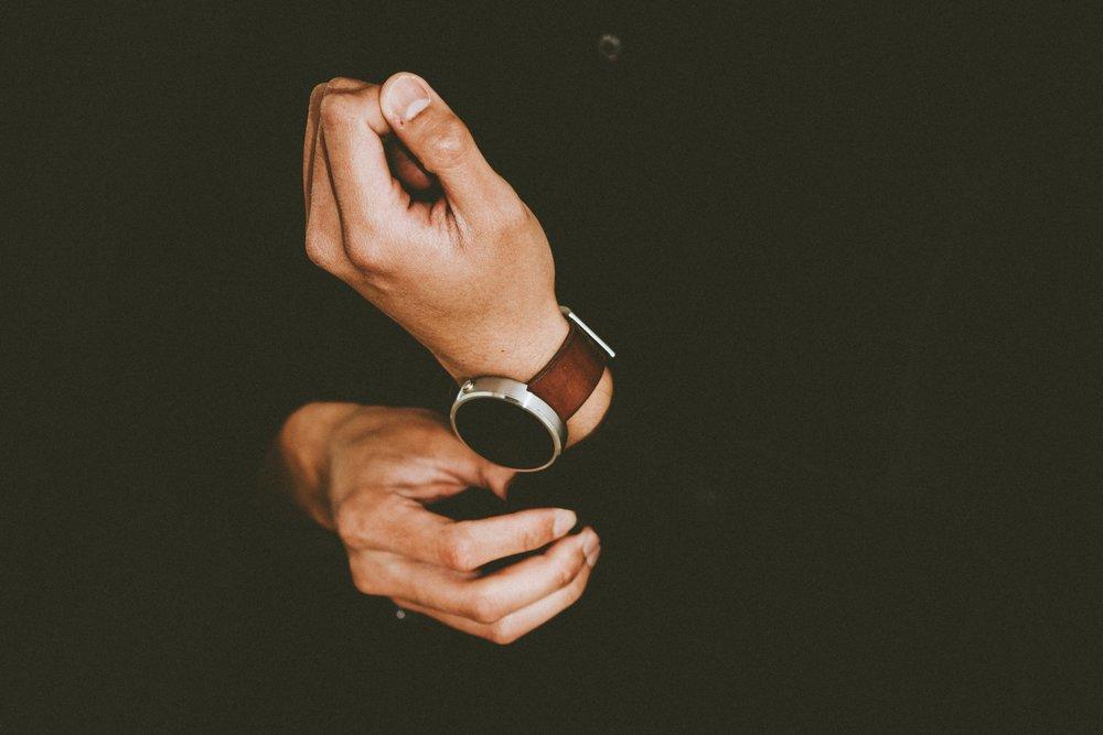 watch-hand-person-finger-arm-wristwatch-1170337-pxhere.com.jpg