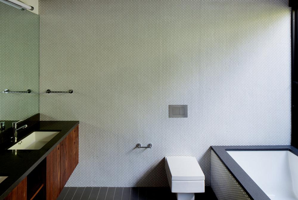 HOLLYWOOD BUNGALOW MASTER BATH