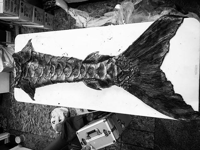 I wanna make a gothic black siren tail......... #mermaid #merman #fxmakeup #specialfx #ocean #silicone #siliconemermaidtail #smoothon #dragonskin #mermaidcostume  #crowcawfx #siren #lasirena #mermaidtails #mermaidsofinstagram #mermenofinstagram #wet #cosplay #gothic #siren