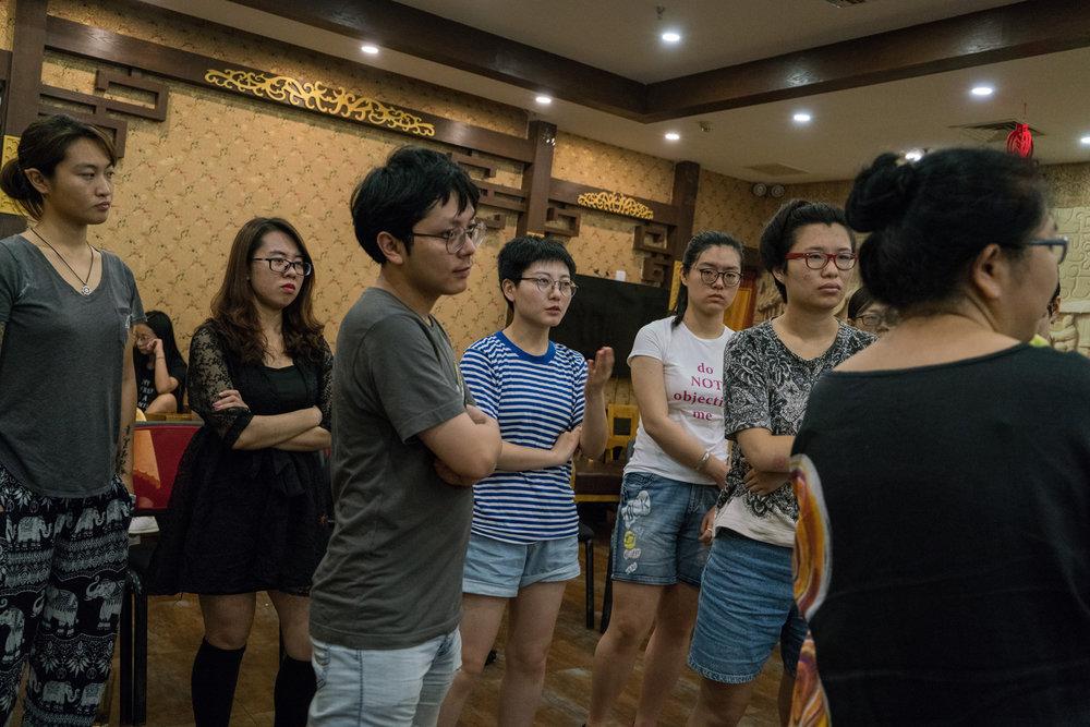 - Workshopdeltagare spånar idéer i Peking i somras.