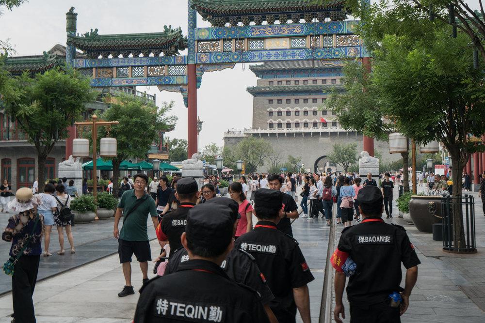 - Qianmen, en shoppinggata i Peking 2018. Här genomfördes bloody bridesaktionen den 14 februari 2012.