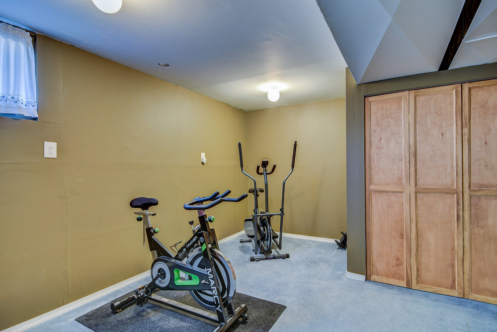 Another bonus room downstairs! Home gym? Office? Crafting center? Simply more storage? Whatever you need...