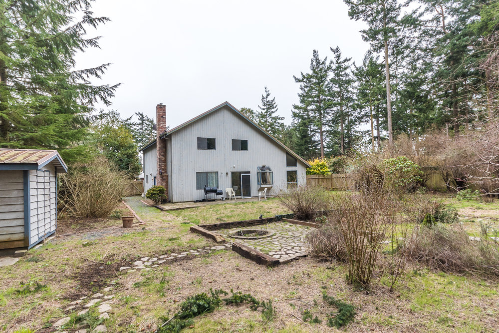 This .39 of an acre lot is STUNNING in the Spring! Roast hot dogs & marshmallows over the fire pit....enjoy time with friends in this amazing, private back yard!