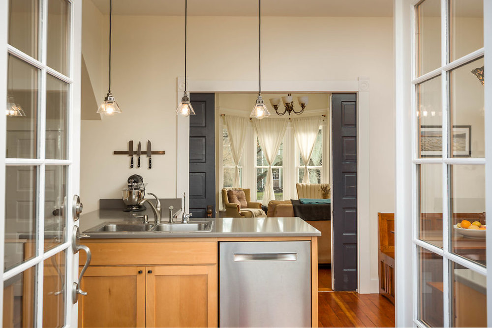 Exhale...10 foot high ceilings...beech cabinetry...quartz countertops...and gorgeous hardwood floors. This is a stunning setting for any occasion...even a lazy, barefoot breakfast!...