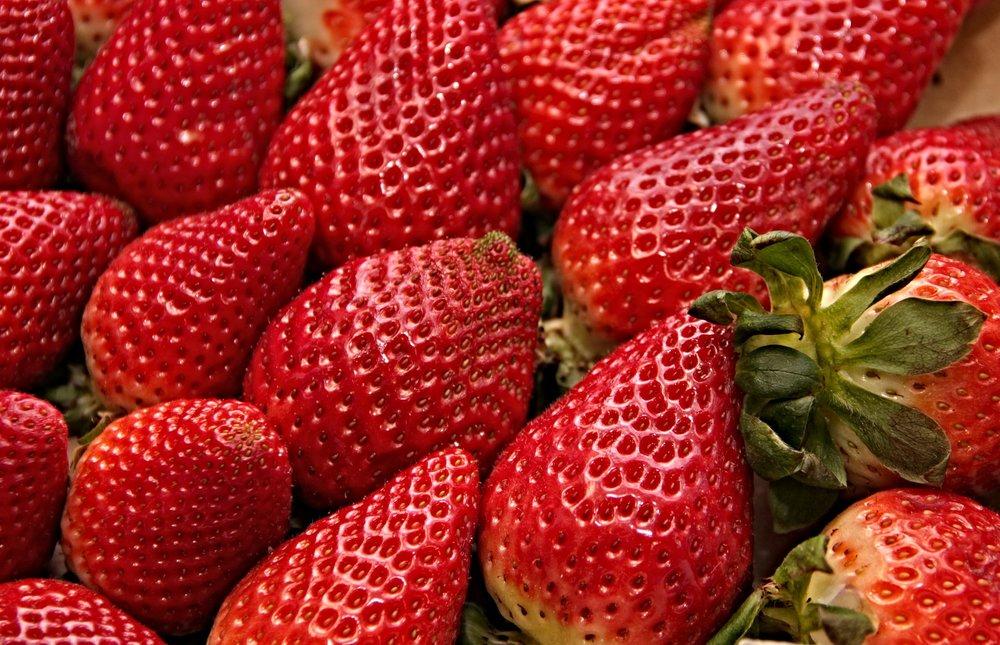 strawberries-3251091_1920.jpg