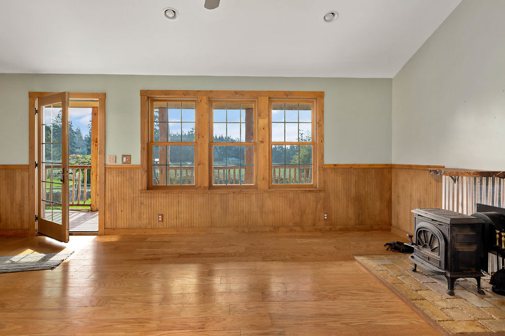 So CUTE! The guest cottage has laminate floors, wood-wrapped windows, spacious living room, & 2 bedrooms!