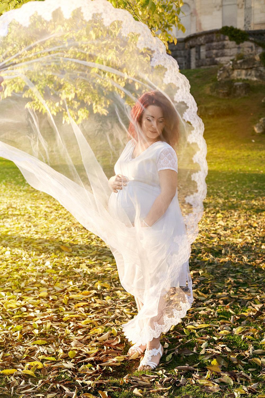 photographie de grossesse avec voile de mariée Valence