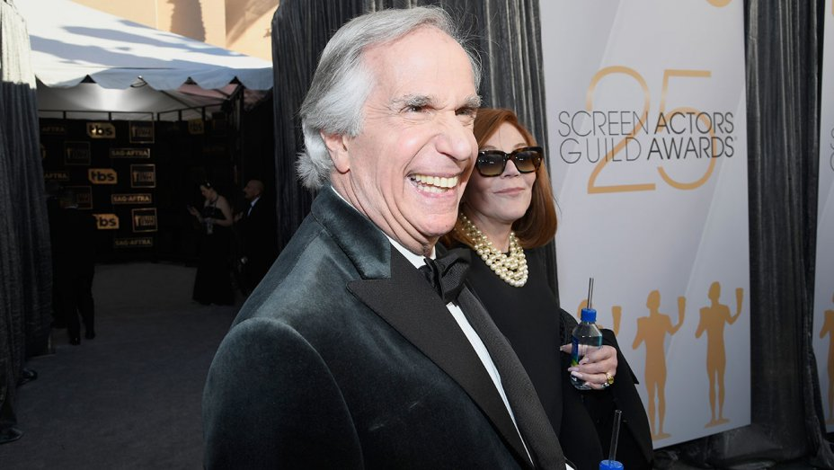 henry_winkler_and_stacey_weitzman_attend_the_25th_annual_screen_actors_guild_-_getty_-_h_2019.jpg