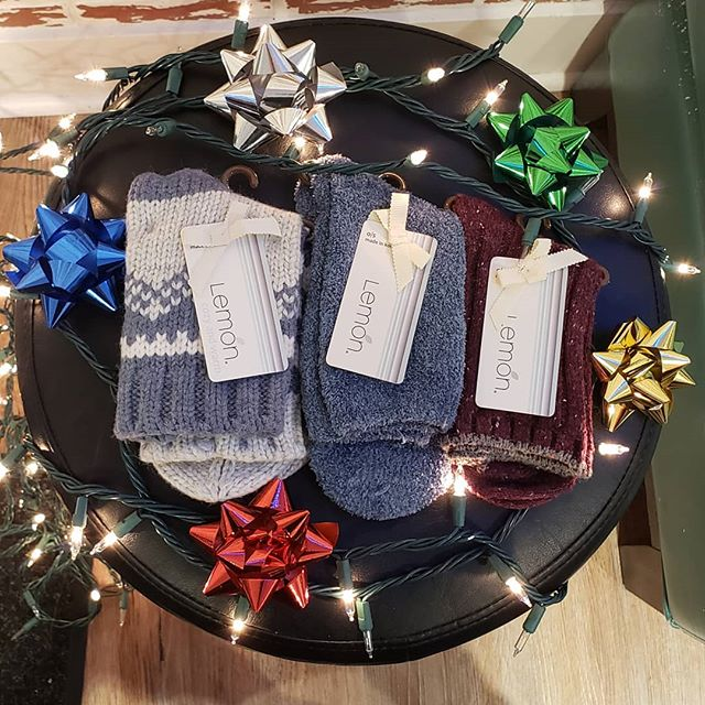 Good God, Lemőn! New Lemőn socks, slippers, and more! Just in time for the holidays! . . . . . #lemon #lemonsocks #socks #coolsocks #newsocks #funsocks #comfort #warm #holidays #presents #shopping #fashion #instafashion #instagood #lookgoodfeelgood #sunday #seattle #seattlefashion #pnw #pnwfashion #udistrict #theave