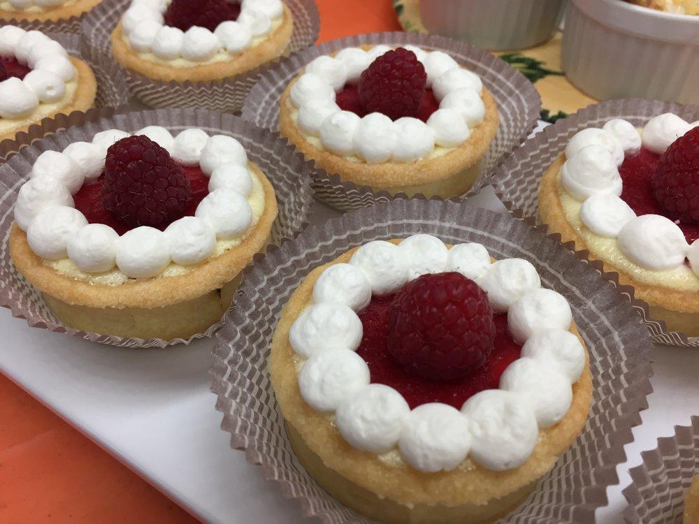 Raspberry custard  tartelettes