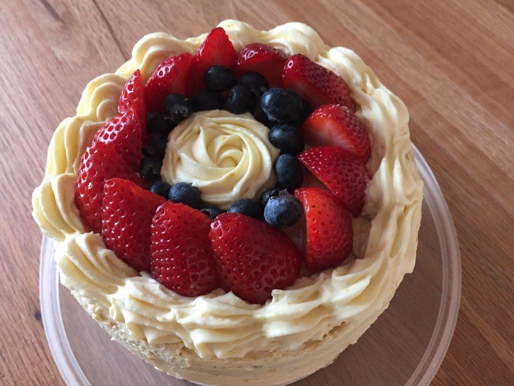 Lemon mascarpone cake with orange honey buttercream