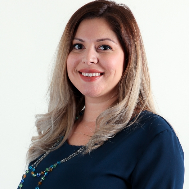 Patricia De La Torre    Customer Service Manager   Los Angeles, CA